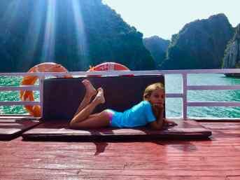 Flânerie sur le pont - Baie d'Halong - Vietnam