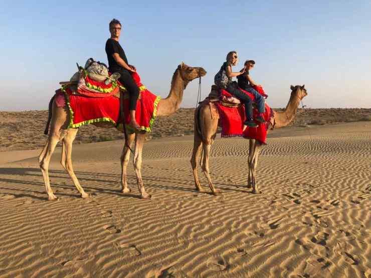 La famille à dos de Dromadaire - Désert du Thar - Rajasthan - Inde