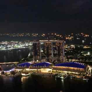 Vue sur le Marina Bay Sand by night depuis le 1-Altitude - Singapour