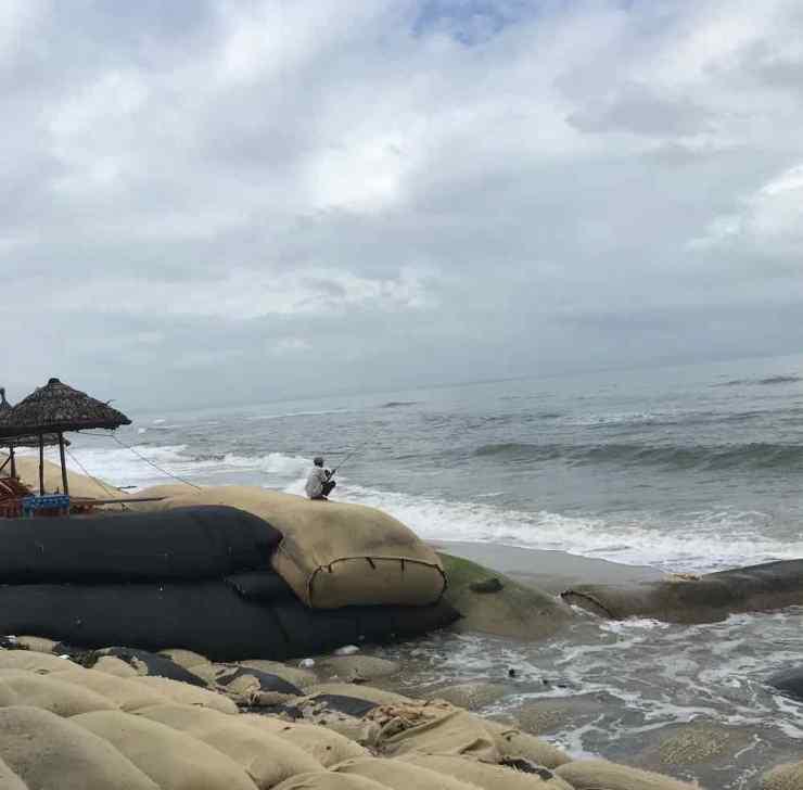 Plage de Hoi An dévastée par les flots _ Vietnam