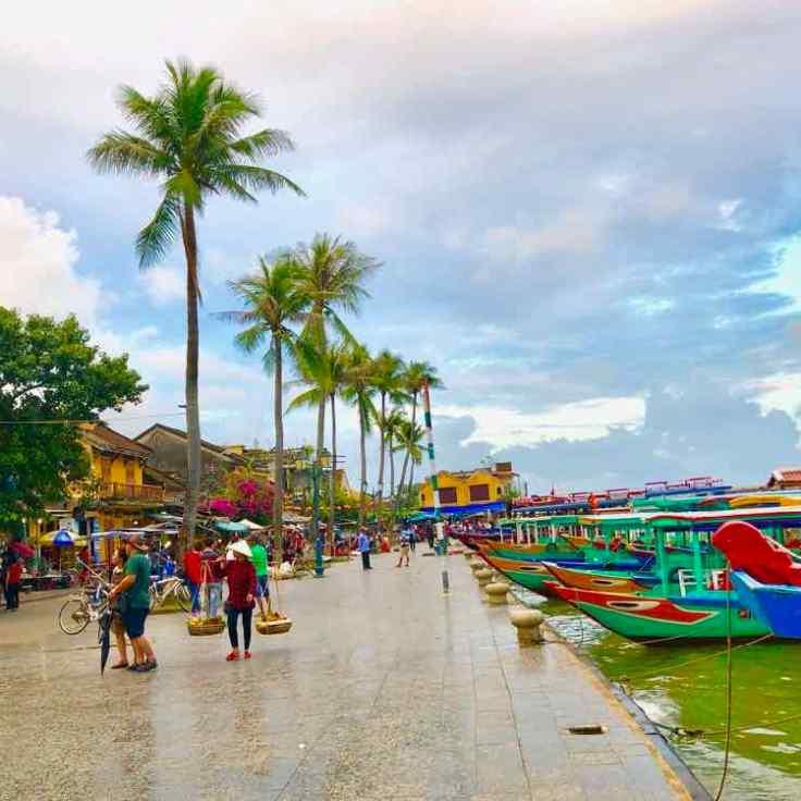 Promenade le long du fleuve - Hoi An - Vietnam