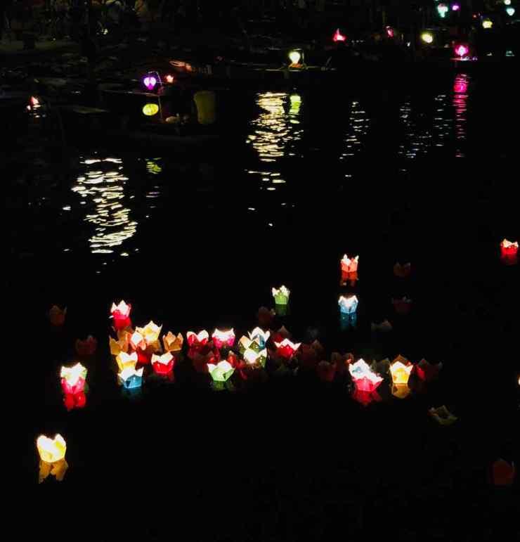 Petites lumières sur le fleuve - Hoi An - Vietnam