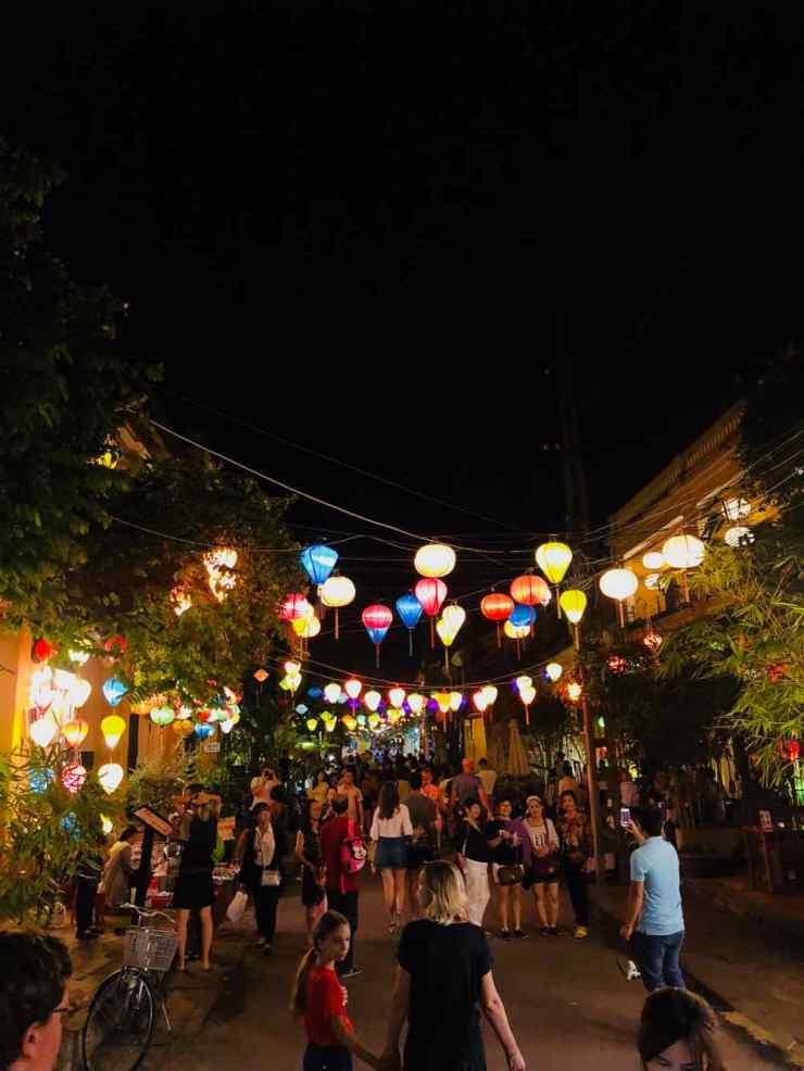 Ambiance de rue le soir - Hoi An - Vietnam