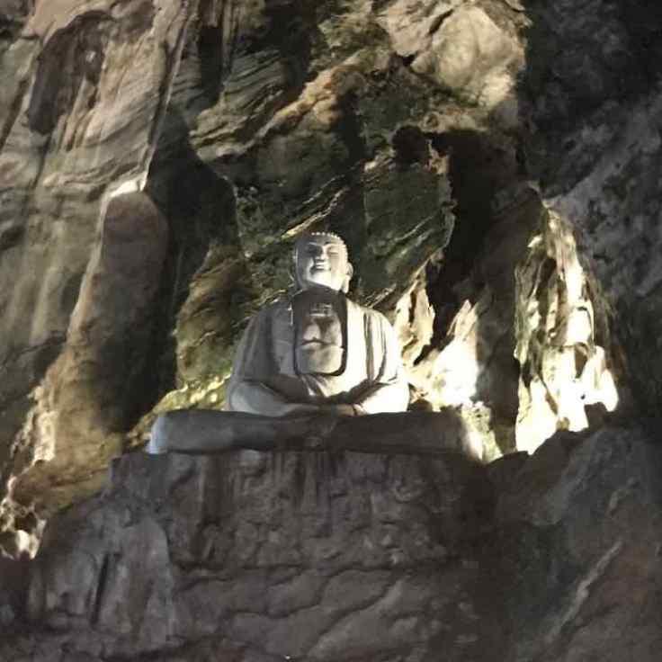 Bouddha dans une des grottes de la montagne de marbre - Da Nang - Vietnam
