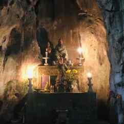 Temple dans une des grottes de la montagne de marbre - Da Nang - Vietnam