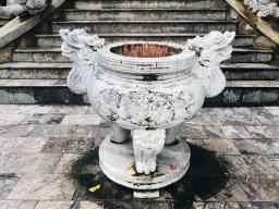 Réceptacle à encens devant les temples - Montagne de marbre - Da Nang - Vietnam