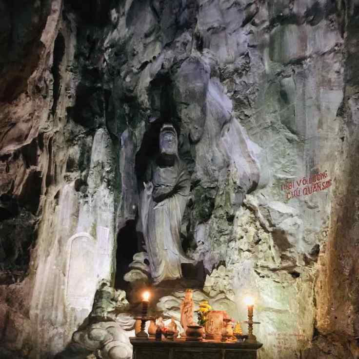 Bouddha féminin nous accueillant dans la grotte - Montagne de marbre - Da Nang - Vietnam