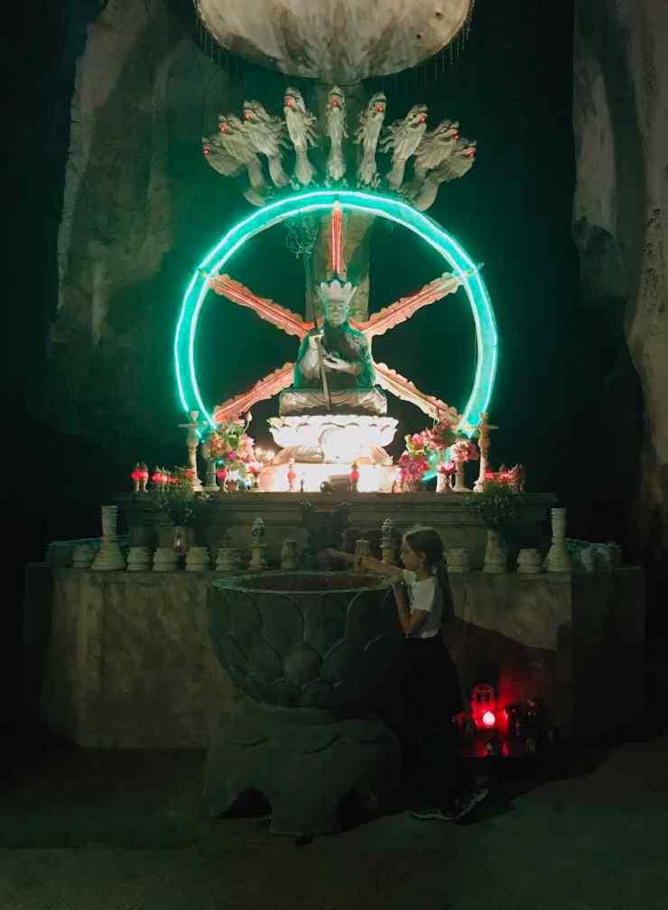 Bouddha illuminé - Montagne de marbre - Da Nang - Vietnam