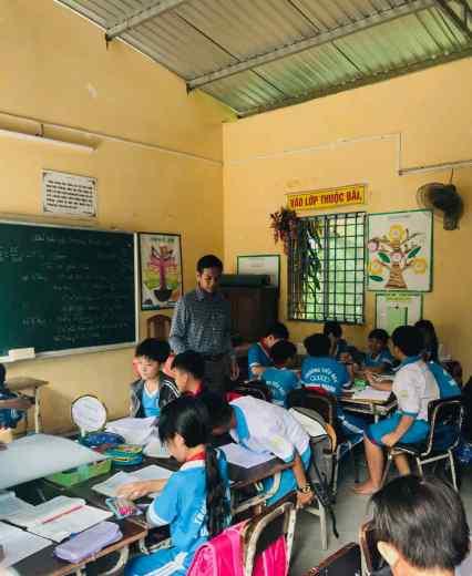 Eleves studieux - Ecole autour de Can Tho - Vietnam