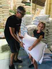 Sont lourds ces sacs de riz ! - Can Tho - Vietnam