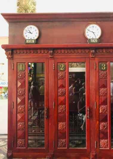 Vieilles cabines téléphoniques dans la gare de Saigon - Vietnam