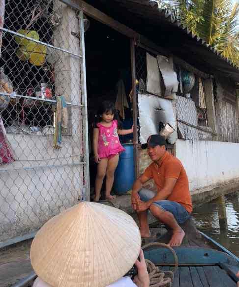 Petite marchande et son magasin sur pilotis - Can Tho - Vietnam