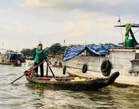 Façon de ramer Vietnamienne - Marché flottant - Can Tho - Vietnam