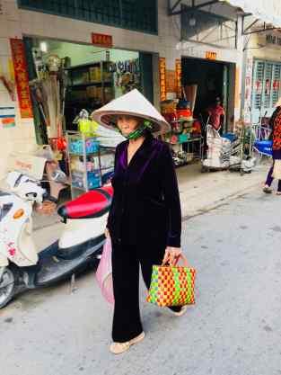 Vieille mamie sur le marché de Can Tho - Vietnam