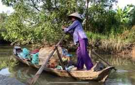 Femme à la barque sur le Mekong - Can Tho - Vietnam