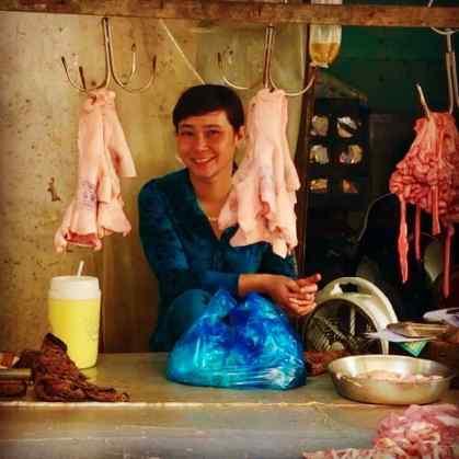 Marchande de tripes sur le marché de Can Tho - Vietnam