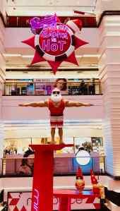 Version Hong-Kongaise du père Noël - Humour dans un mall