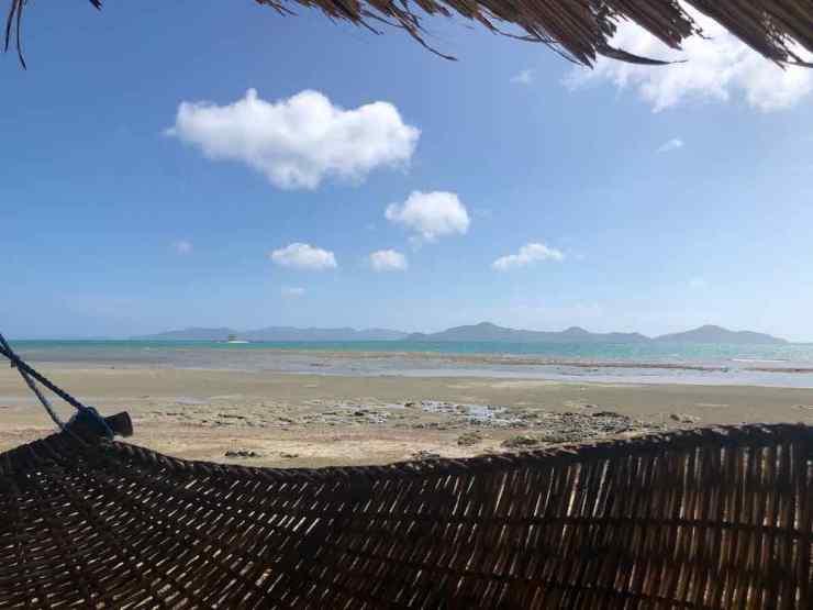 Dans le hamac, sur notre plage de Sibaltan - Palawan - Philippines