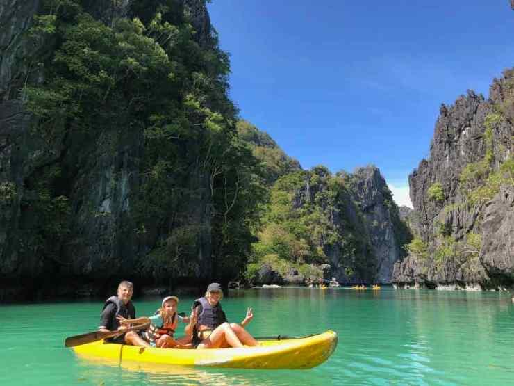 Un canoe dans le Lagon - Archipel du bacuit - Palawan - Philippines