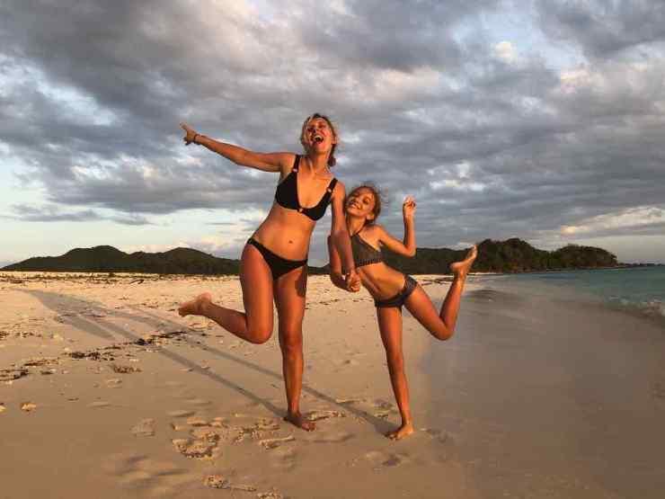 Danser sur une plage déserte - Palawan - Philippines