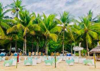 Restaurant du Coco Grove sur la plage - Siquijor - Philippines