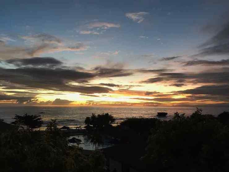 Coucher de soleil depuis notre chambre de l'hotel Sibaltan - Siquijor - Philippines