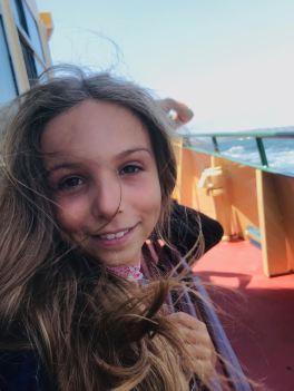 Petite fille chevaux au vent - Dans le ferry - Sydney - Australie
