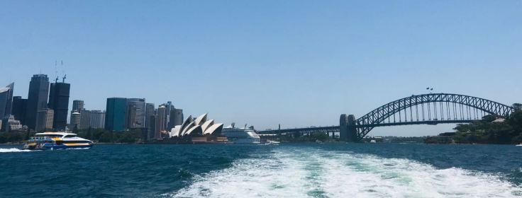 Depuis le ferry, vue sur l'opéra, la city et le pont de Sydney - Australie