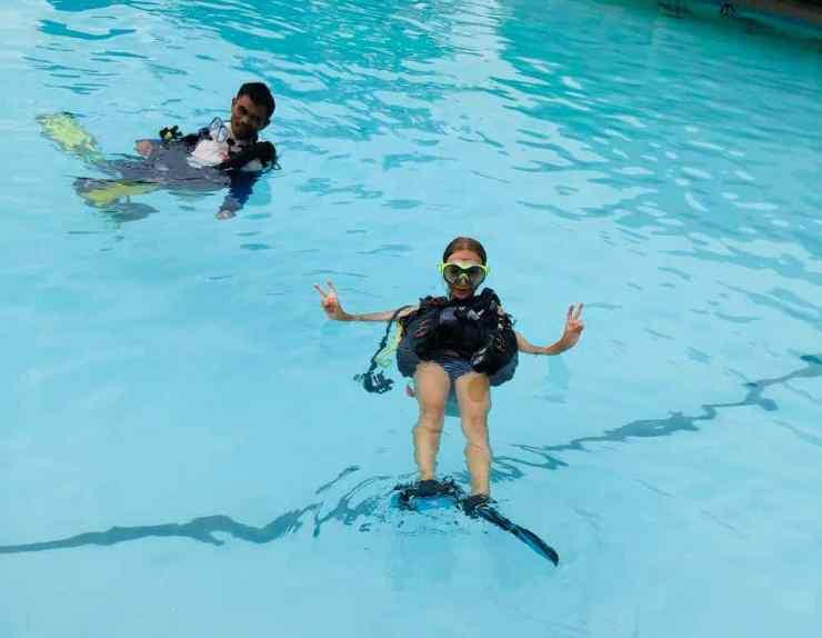 Eden, trop fière d'elle ! Baptême de plongée à Siquijor - Philippines