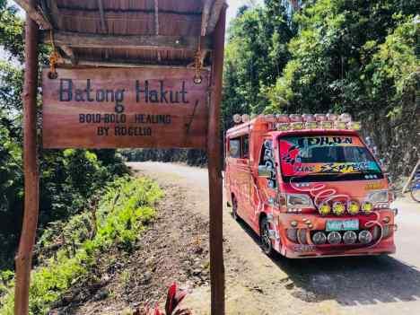 """Notre jeepney devant le """"healer"""" - Siquijor - Philippines"""