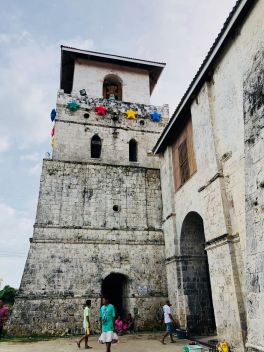 Eglise de Baclayon et sa tour anti-pirate, l'une des plus vieilles des Philippines - Bohol - Philippines