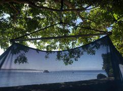 Vue sur la plage à travers les mailles du hamac - Hotel Isla Hayahay - Pangangan Island - Bohol - Philippines