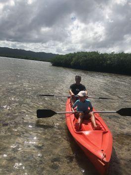 En kayak dans la mangrove - Pangangan Island - Bohol - Philippines