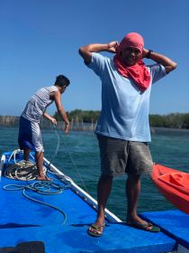 Il a pas l'air de pirates notre équipage ? - Sur la Bangka pour rejoindre la mangrove - Pangangan Island - Bohol - Philippines