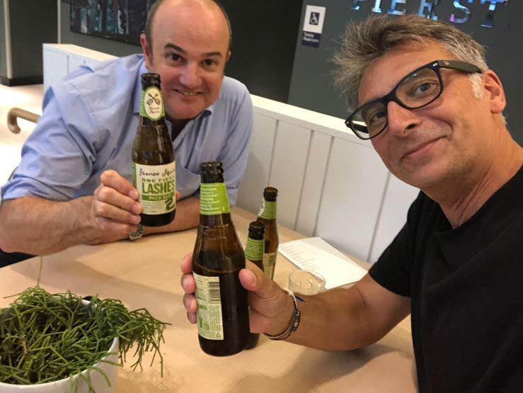 Jez et Geoffrey : Retrouvailles autour d'une bière, comme au bon vieux temps - Sydney - Australie
