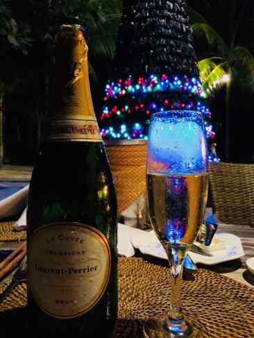 Champagne Français venu jusqu'aux Philippines- Joyeux Noël !