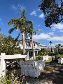 Palmiers et jolies maisons blanches - Russel - Bay of Island - Nouvelle Zélande