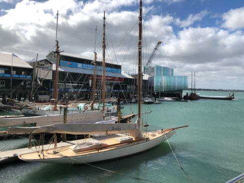 Voilier de compétition dans le port d'Auckland - Nouvelle Zélande