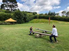 Où sont Pinpin et Merry ? - Place des fêtes - Hobbiton - Nouvelle-Zélande