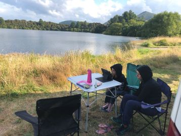 Leçons devant le petit lac, près de Wai O Tapu - Nouvelle-Zélande