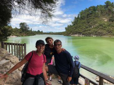 Devant le joli lac de Wai O Tapu - Nouvelle-Zélande