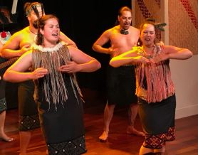 Spectacle Maori - Musée d'Auckland - Nouvelle-Zélande