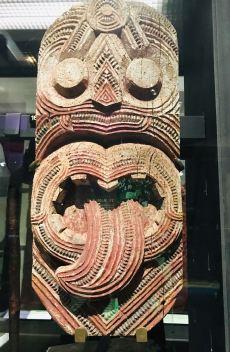 Sculpture sur bois traditionnelle Maori - Musée d'Auckland - Nouvelle Zélande