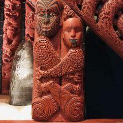 Sculpture sur le whare nui - Musée d'Auckland - Nouvelle Zélande