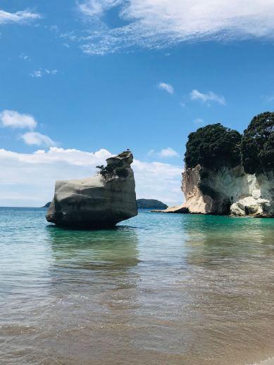Le rocher face à la plage - Cathedral Cove - Coromandel - Nouvelle-Zélande