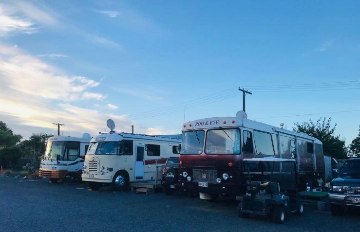Camping-Parking de bus-Campingcar de vieux kiwis - Nouvelle-Zélande
