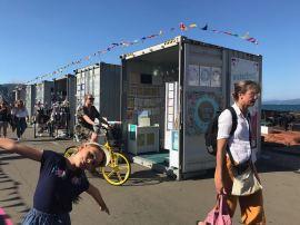 Containers reconvertis en marché artisanal - Wellington - Nouvelle-Zélande