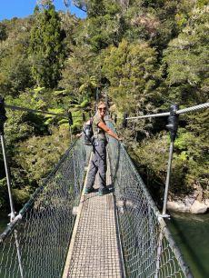 Sur le pont de singe - Parc Abel Tasman - Nouvelle-Zélande