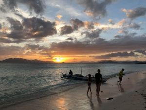 C'est parti pour la pêche au coucher de soleil - Palawan - Philippines