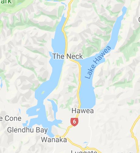 Lac Wanaka à gauche, et Lac Hawea à droite - En bas, la ville de Wanaka - Nouvelle-Zélande